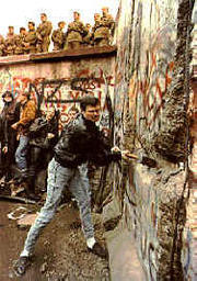 Breakingdownberlinwall1989