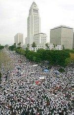 Immigration_rally_throng