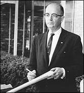 Lester_maddox_with_ax_handle